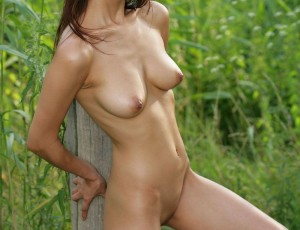 Asian babe poses outdoors